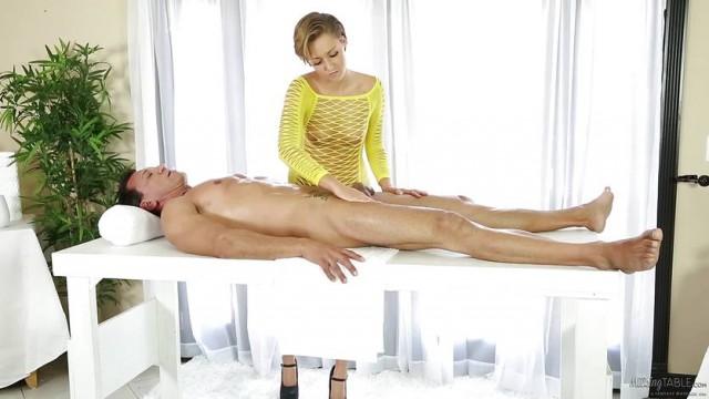 Bailey Bae beendet heiße Massage im Doggy