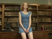 Heiße Studentin poppt in der Bibliothek