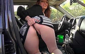 Tschechin lässt sich im Auto durchnehmen